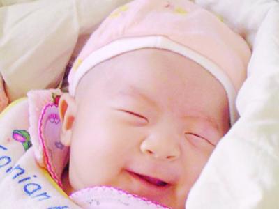 كيف ينام طفلك الرضيع مفتوح العينين؟