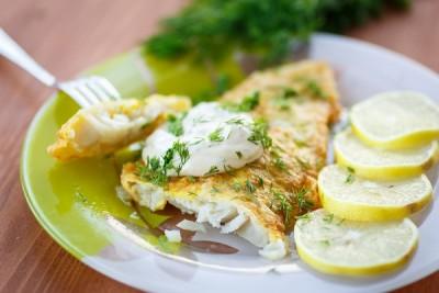 السمك الفيليه بصوص الكريمة والليمون