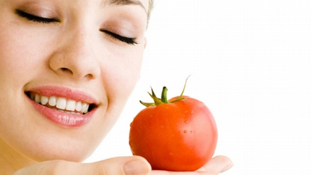 ماسك الطماطم والليمون لعلاج البشرة الدهنية