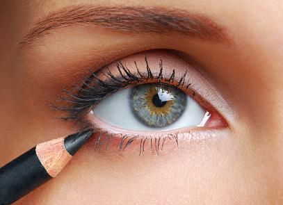 كيف تحافظين على ثبات الكحل ﻷطول فترة ممكنة داخل عينيكِ؟