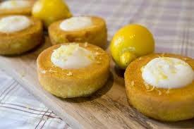 البان كيك بكريمه الليمون والفواكه