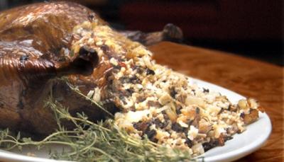 الدجاج المحشو بالأرز والزبيب
