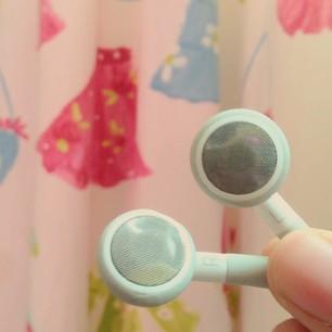 تبادل سماعات الأذن مع أصدقائك لا يقل سوءً عن تبادل فرشاة الأسنان