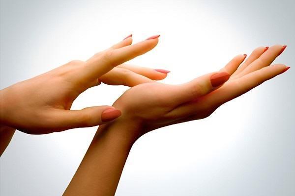 9 وصفات طبيعية لمعالجة تجاعيد اليدين بفعالية