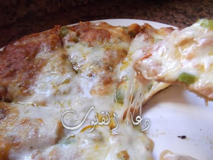 طريق تحضير بيتزا مجبدة وتتعلك ممتازة جدا بالصور