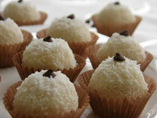 حلوى كرات الثلج بالكوك وبالبندق