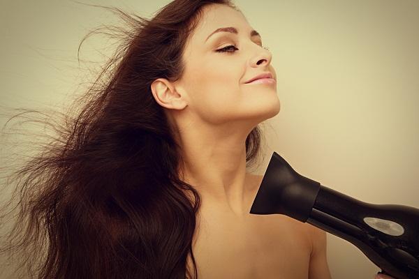 10 نصائح عند إستخدام المجفف للحفاظ على صحة شعرك