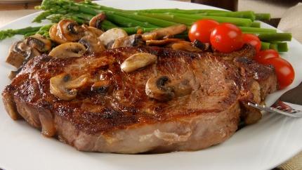 ستيك لحم بالفطر